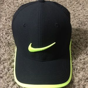 Nike hat with adjustable fitting